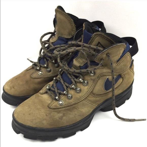 b89ea19fc00 Nike hiking boots size 6.5. M 5a823555b7f72bf1a11c6817